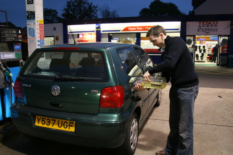 Pouring vegetable oil into my VW Polo